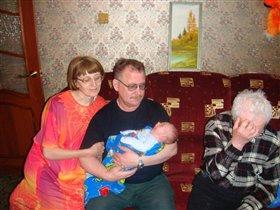 Бабушка, дедушка, прадедушка и внук-правнук Николай