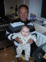 Я на дедушке сижу