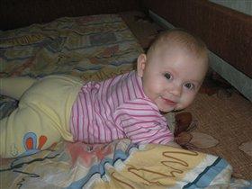 Мамина помошница.Алёнка 6 месяцев.