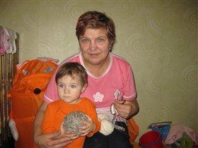 Дашуля с бабулей.