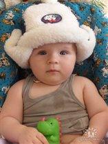 бабушка шапку подарила, зима как-никак