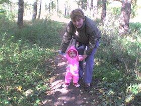Мне так нравится гулять с бабушкой.