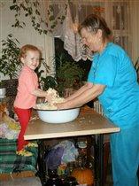 Большая радость квасить капусту с Любимой Бабулей!