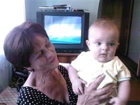 Ох и любят же внука бабушки!