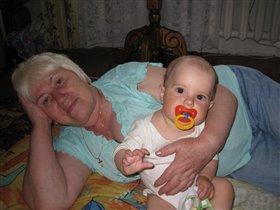 А я с бабушкой лежу !