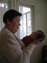 Арина с любимой прабабушкой (2 недели)