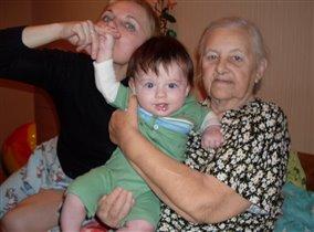 Две лучшие няньки на свете: бабушка и прабабушка