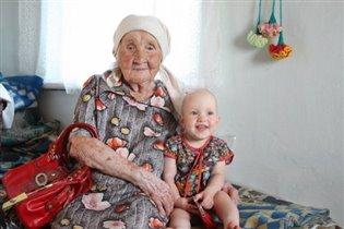Бабушка с первой праПРАвнучкой.