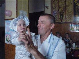 Мы на празднике у деда танцевали до обеда!