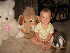 Леша любит хохотать и с игрушками играть!