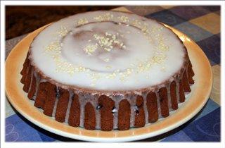 Марципановый кекс с вишней и шоколадом.