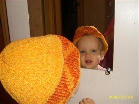 В маминой шапке :)