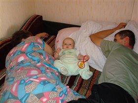 Алёшка с бабушкой и дедушкой отдыхают:))))