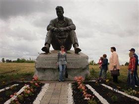 У памятника В.М.Шукшина