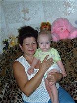 Бабушка с первой внучкой