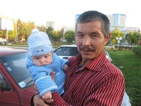 На прогулке с дедом