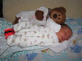 Я под надежной защитой, поэтому и сплю так сладко!