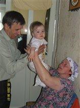 я ребенок на расхват-и дедушке и бабушке я  рад!