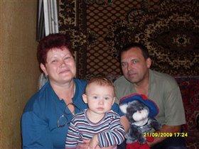 Оксаночка с бабушкой и дедушкой