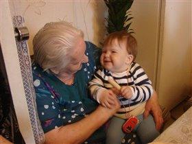 Бабушка, угощайся