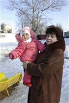 С любимой бабулей на прогулке