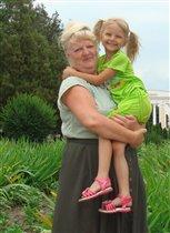 Бабуличка-роднуличка, как я тебя люблю!
