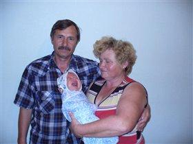 Бабушка рядышком с дедушкой........вместе поем эту песню