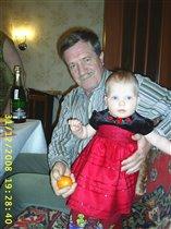 Лиза с дедом...в ожидании Нового года!!!