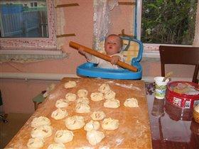 субботний обед почти готов!!!Бабуля, а что нибудь еще делать будем!