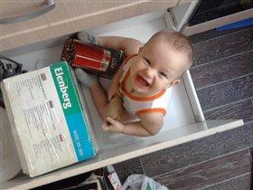 помог маме в ящике убрать