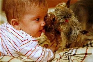 Маша и Джой (поцелуй)