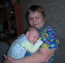 Сплю у прабабушки на ручках