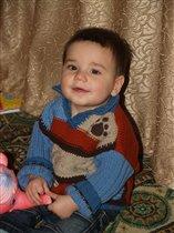 Порадую маму -  сфотографируюсь в новом свитерке!