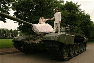 На поле танки грохота-а-а-ли...
