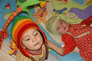 мы с сестричкой апельсинки.)))