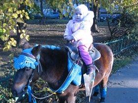 Пони пони пони! Радужная грива! пони пони пони! Скачет так красиво! Уи-и-и-и-и-и-и!