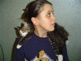 Потому что кошка так доверяет