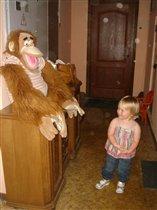 вот такая обезьянка у нас в холе жила