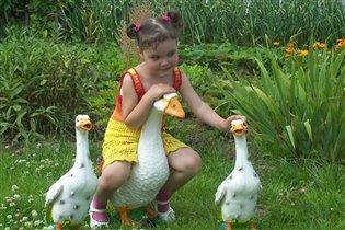 Жили у бабуси три веселых гуся :)