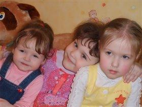 три девченки не скучали , день Варенья отмечали :)