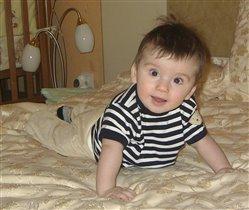 Маленький морячок Ванюшка на просторах маминой кровати!!!