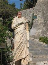 ... и останется она каменной статуей, пока не поцелует ее прекрасный принц.......