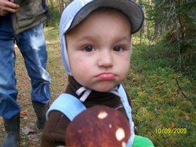 Шел Максимка во лесок и нашел большой грибок!