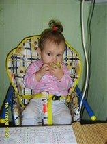Наша Ксюша-любит яблочки кушать