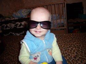 Мне так идут мамины очки!