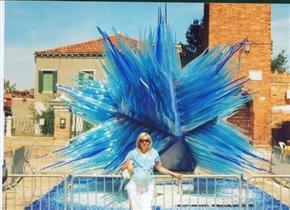 Голубой цвет - наше прошлое, настоящее и будущее.