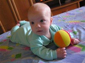Ангелок с мячиком