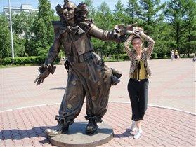 Памятник возле цирка. Красноярск.