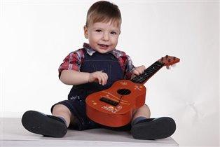 Когда душа поет, беру гитару я