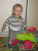 Мишенька - водитель :)